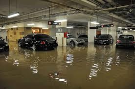 Vaciado de ascensor inundado en Barcelona